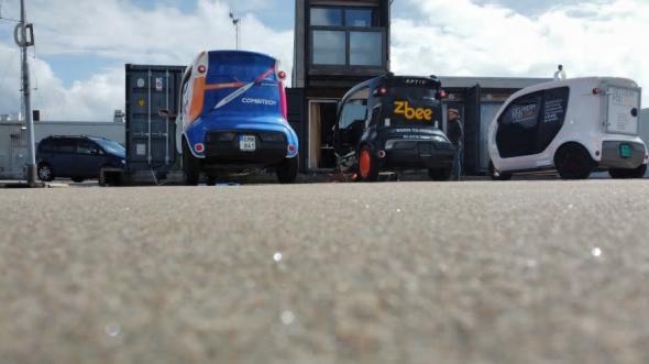 Självkörande el-lastbilar på Nordstans tak.