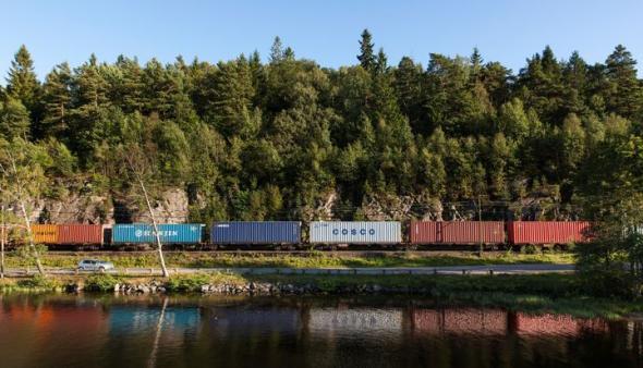 Ökad kapacitet med längre, tyngre och snabbare godståg bidrar till klimatmålen. På lördag morgon rullar 835 meter långa tåget in i Malmö från tyska Maschen.