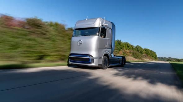 Konceptlastbilen Mercedes-Benz GenH2 drivs med flytande väte.