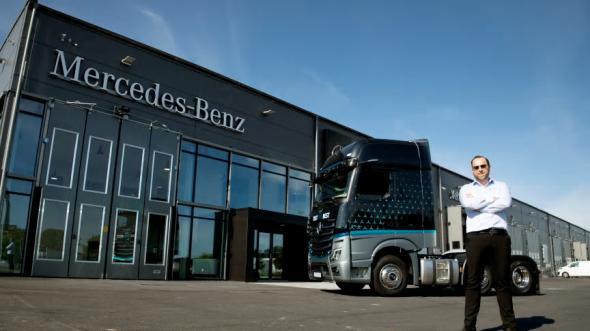 Admir Begovic är platschef på Veho Trucks nya anläggning för Mercedes-Benz lastbilar i Malmö.