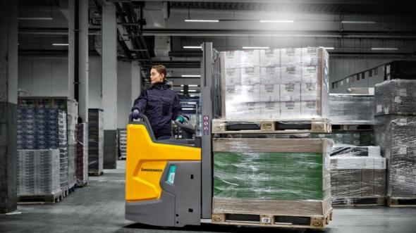 Nya litiumjondrivna staplaren Jungheinrich ERD 220i är kompaktast, säkrast och mest ergonomisk i sin klass.