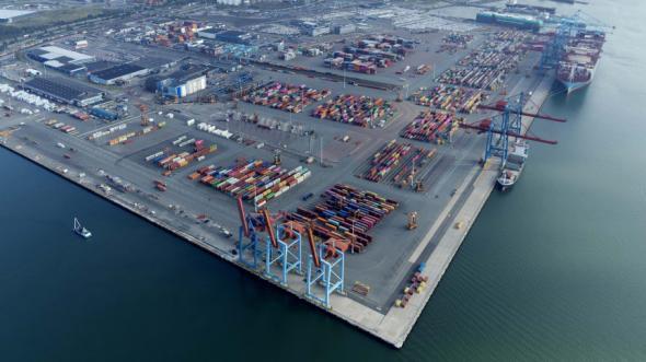 Den nya kortsjötrafiken kommer att hanteras vid Skandiahamnens västra kaj (t.v.) i Göteborgs hamn.