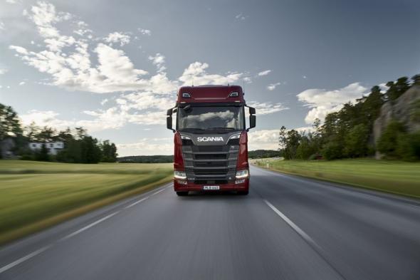 Fyra nya V8-motorer och drivlinor ger bränslebesparingar på upp till sex procent.
